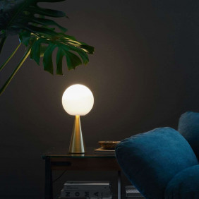 Bilia Table lamp brass cone...